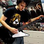 『Pong』から『DARK SOULS II』まで、メタルなギターで奏でるゲーム名曲メドレー!