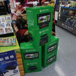 【Xbox One発売】発売当日をフォトレポート、開店前の秋葉原ヨドバシカメラに並ぶファンの画像