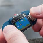 親指サイズ(25.8mm×25.0mm)の極小ディスプレイ「TinyScreen」は、ゲームもプレイ可能