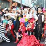 「サイコブレイク × 土屋アンナ」ハロウィンイベント、仮装パレードやミニライブで新宿は異様な雰囲気に