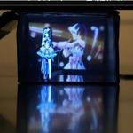 体積比34倍の「箱」ビジョンで、初音ミクが「愛・おぼえていますか」を歌う3D映像を表現