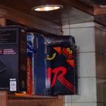 アタリが発売した最後のゲームマシン、「ATARI JAGUAR」。パッケージの獣がこちらを睨んでおります……。の画像