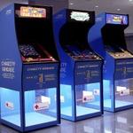 スウェーデンの空港に「チャリティーアーケード筐体」登場…ゲームプレイが募金に