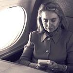 ヒラリー・クリントンが熱中!90年代のゲームボーイ旋風を映す貴重な写真