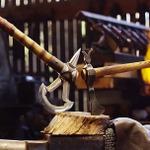 いつもの鍛冶職人、今回は『アサクリ3』「パトリオット」の手斧を同時制作