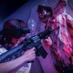 """【レポート】USJ「バイオハザード・ザ・リアル 3」の没入感がエグイ…HMDでUIを表示し、銃でゾンビを撃つ""""お化け屋敷"""""""