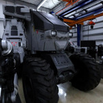 """Oculus Riftを装着して搭乗する""""重機型""""巨大ロボット「スーパーガジラ」ついに完成"""