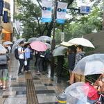 開店前の行列の様子の画像