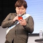 自分のランクを吉永氏に自慢する細山田氏の画像