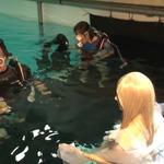 「水中ニーソ」の古賀学がゲームCMを撮影!箕星太朗デザインのキャラが水中に漂うの画像