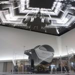 360度回転のVR筐体「Moveo」披露、限りなく現実に近いゲーム体験を実現