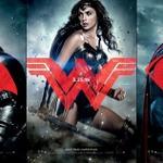 """「バットマン vs スーパーマン」新ビジュアル入手、""""謎の美女""""が2大ヒーローの間に"""
