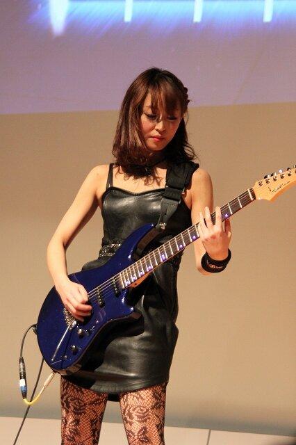 美しすぎるギタリスト